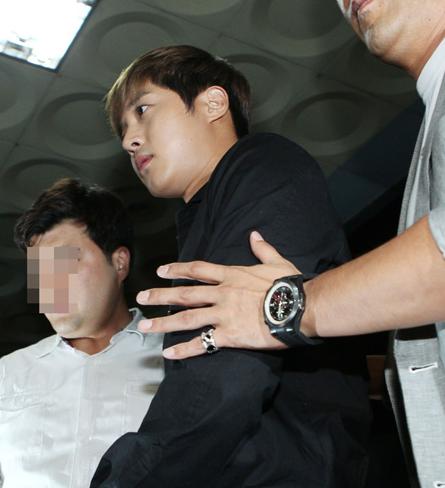 ソウル・松坡警察に出頭したキム・ヒョンジュン