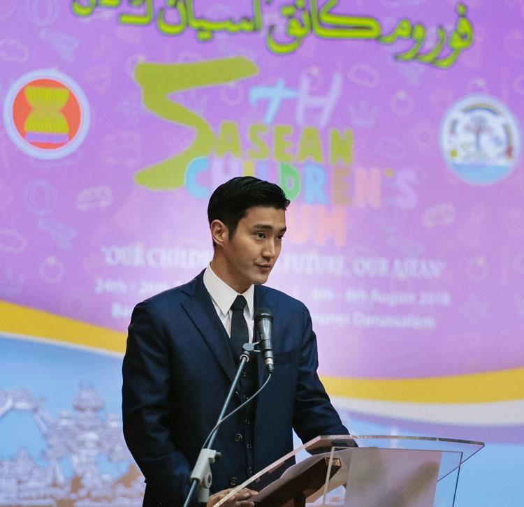 第5回ASEAN子どもフォーラム(ACF)開会式で基調講演をしているチェ・シウォン