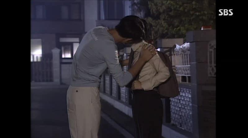 """恐らくキスしている""""フリ""""のシーン。"""