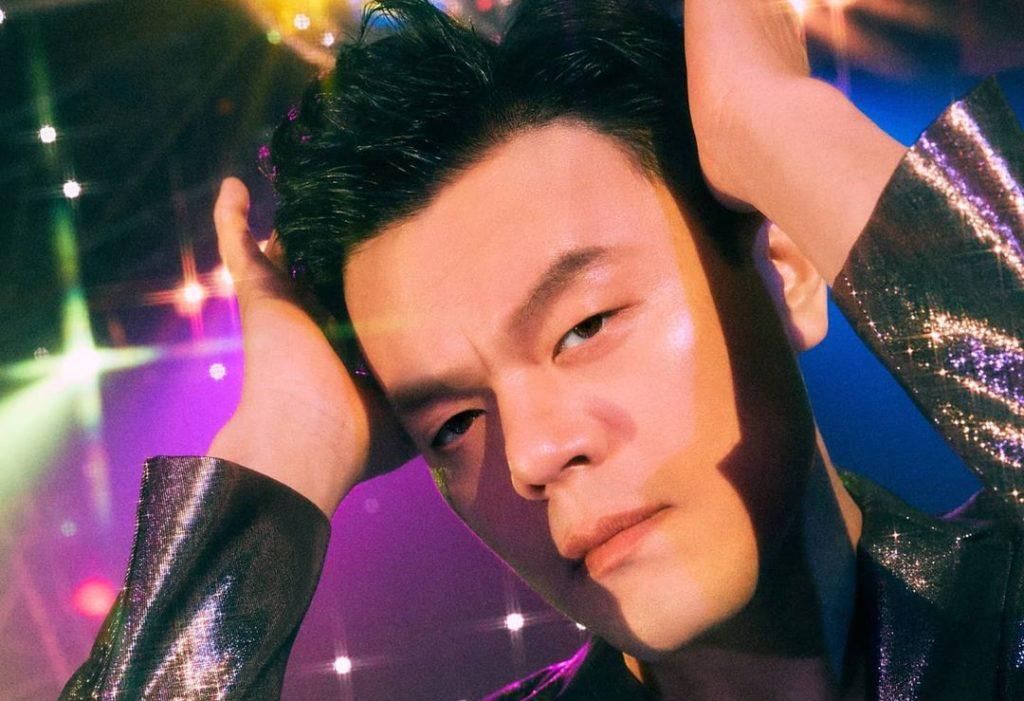 JYPのアーティストに「空気半分、声半分」という歌唱法を教えているパク・ジニョン