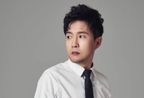 パク・ナムジョンは楽曲『愛の不時着』を歌っている歌手