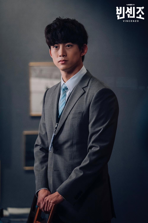 オク・テギョンはドラマ『ヴィンチェンツォ』でイケメン弁護士役に扮した